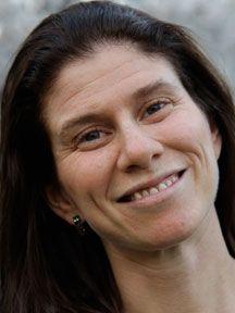 Amanda Harberg Headshot